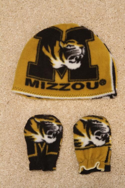2-Missouri Hat and Mittens